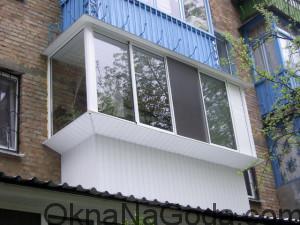 Фото остекленного балкона с выносом по подоконнику (перилам)