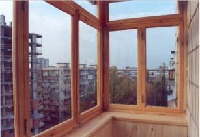 Остекление балконов деревом