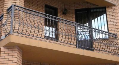Материалы для ограждения балкона, какое ограждение лоджии выбрать