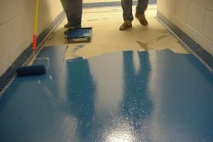 Покрытие бетона краской