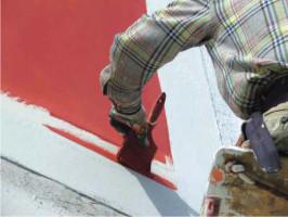 Покраска стен у балкона