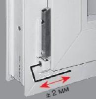 Регулировка винтом на нижней петле фурнитуры ROTO смещения рамы