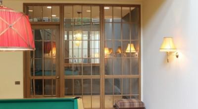 Перегородки со стеклом из алюминия, дерева, гипсокартона и стекла
