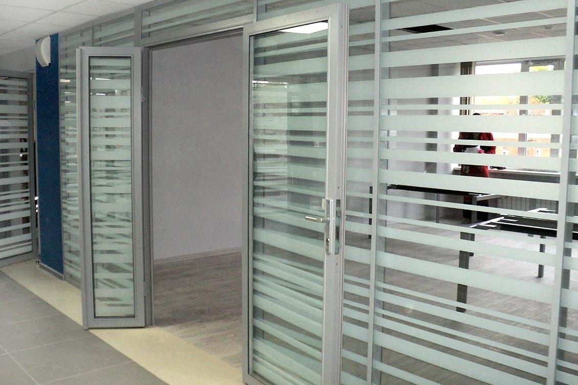 фото матовые стекла на дверях