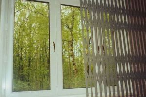 Фото раздвижных решеток на окна