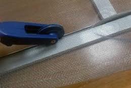 Крепёж москитной сетки резиновым шнуром