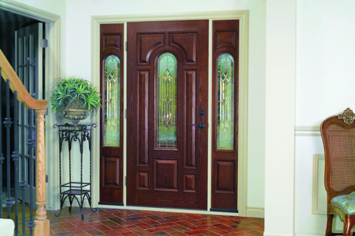 качественные входные металлические двери с вставкой из стекла