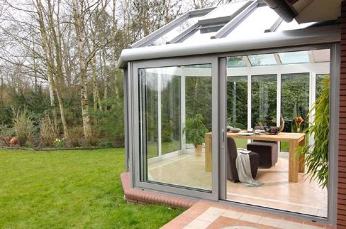 Дизайн дачных домов при помощи панорамного остекления
