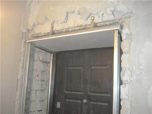 Из чего делают откосы на входные двери