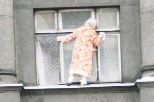 Как помыть окна на балконе снаружи и внутри легко и быстро.