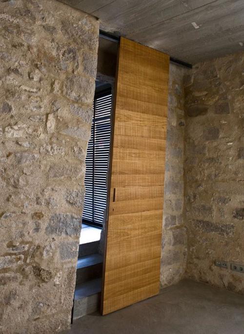 Как выбрать и установить раздвижные двери для дома