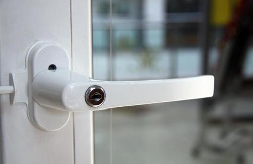 Как выбрать и установить ручку для пластикового окна