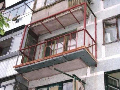 Каким методом лучше выполнить остекление балкона в хрущевке