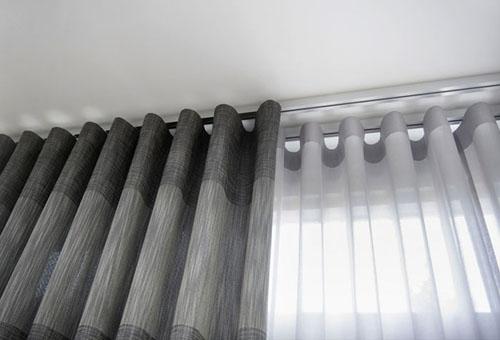 На что вешают шторы