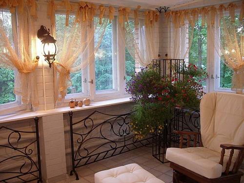 Как выбрать или пошить шторы на балкон