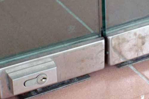Замки на стеклянные двери без сверления