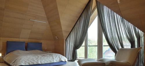 Как выбрать шторы нестандартное треугольные окно в загородном доме