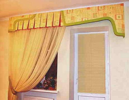 Идеи дизайна штор для кухни с балконной дверью.