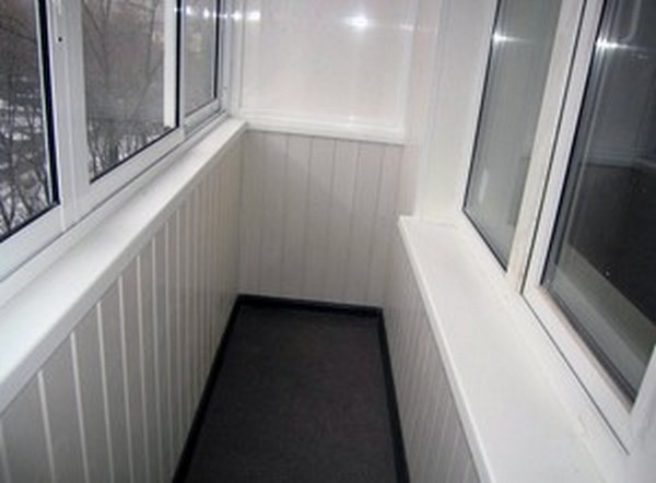Отделка балконов пластиком