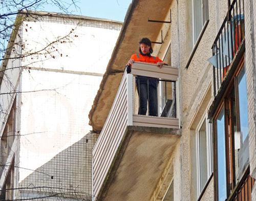 Способы быстрой отделки балкона стеновыми панелями пвх.
