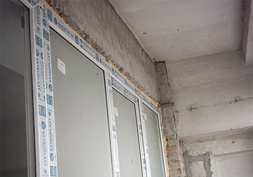 Как лучше выполнить отделку потолка на балконе