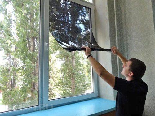 Легкие способы снятия солнцезащитной пленки с окна