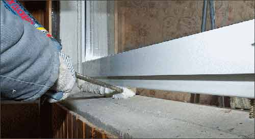 Стоит ли утеплять балкон с холодным остеклением?.