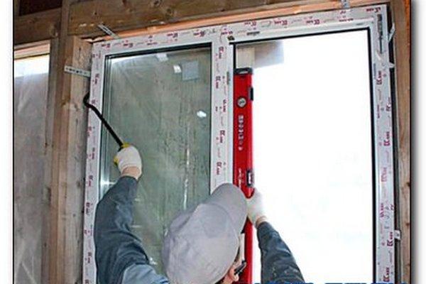 Установка пвх окон в каркасном доме своими руками видео
