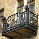 готический стиль кованого балкона