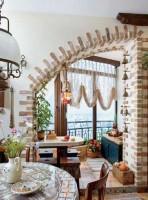 Художественное оформление перехода из кухни на присоединенный балкон