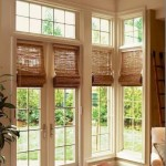 Бамбуковые шторы на французских окнах