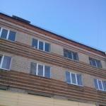 Дом с разными окнами