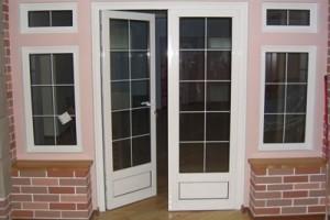 Профиль ARtec применяется для остекления дверей