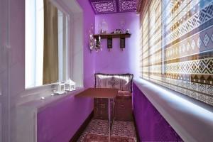 Фиолетовые стены на балконе