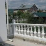 Ограждение балкона балясинами