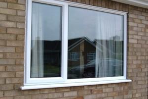 Остекление окна профилем Deceuninck