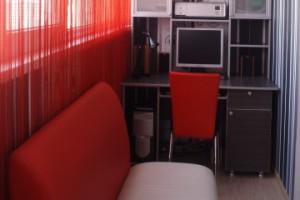 Объединение рабочего кабинета со спальней на балконе