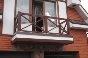 Ограждение балкона деревянное