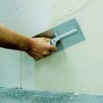 образец фото нанесения клея на стену