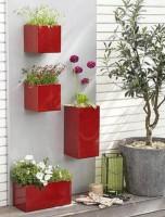 Размещение емкостей для цветов по высоте стены