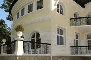 Остекление здания окнами Kaleva