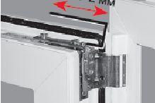 Подкручивая верхний винт фурнитуры Рото, вы устраняете горизонтальное смещение
