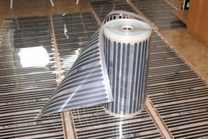 Пол балкона с уложенным инфракрасным нагревателем