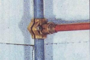 Хомутиковое подсоединение к трубе