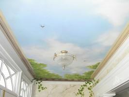 Установка натяжного потолка на балконе