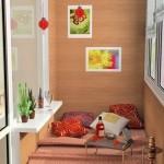 Спальня на лоджии с яркими аксессуарами