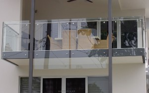 Самонесущее ограждение из стекла