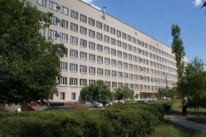 Остекление больничного корпуса окнами Exprof