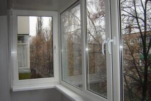 Остекление балкона пластиковым профилем Laoumann