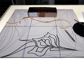 Выкладка свинцовой ленты по контуру рисунка